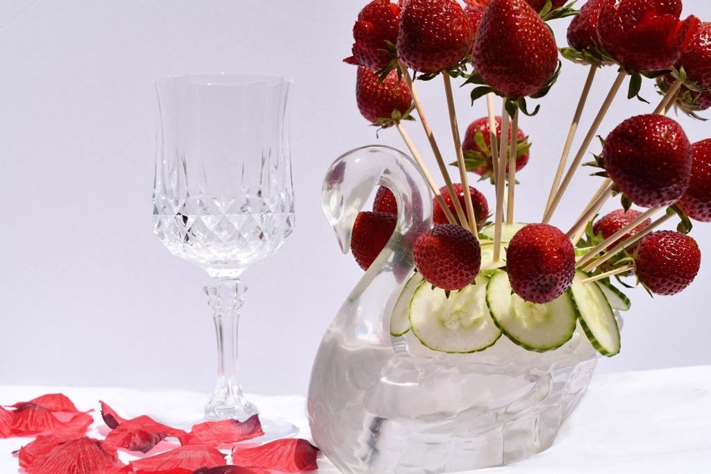 swan-skewer-with-strawberries
